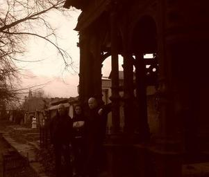 Taphephobia_graveyard