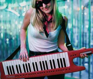 Synth_girl_photo_by_marius_hansen