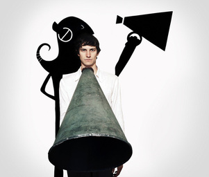 Gotye_wallywithpiperfacingfront