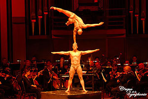 Cirque de la Symphonie strong duo act
