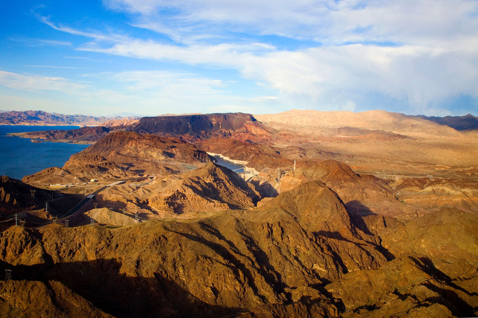 Mountains-around-lake-mead