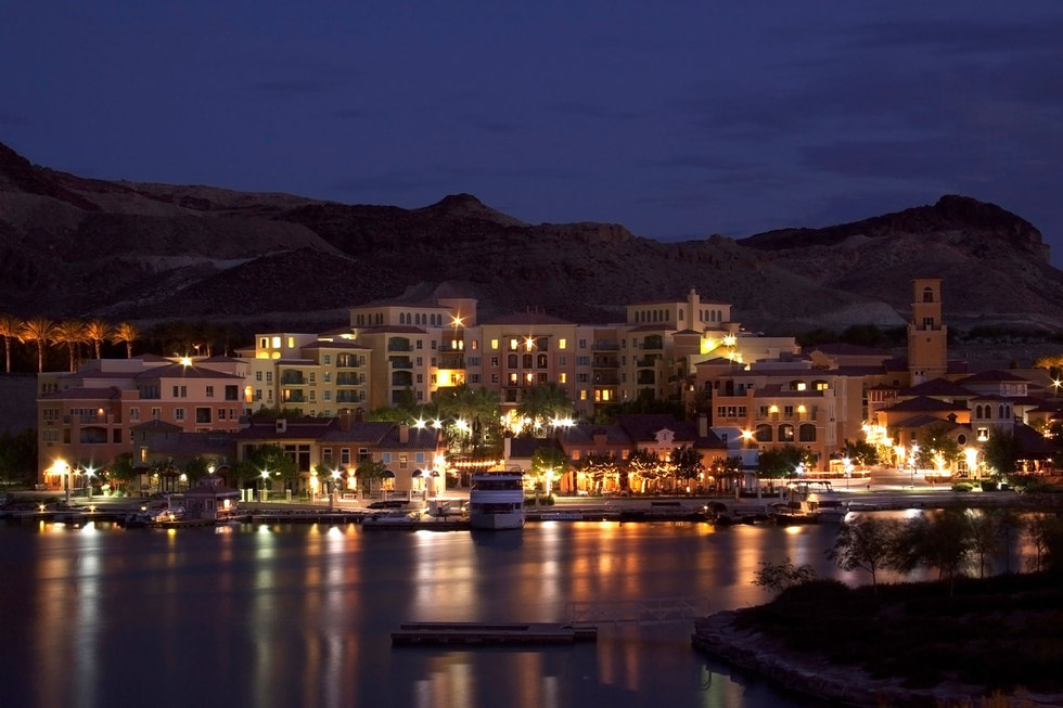 Lake-las-vegas-community-at-night