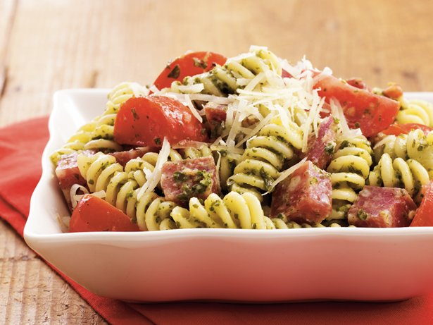 Salami-Pesto Fusilli