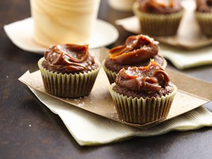 Bourbon&#32;Brownie&#32;Bites&#32;with&#32;Dulce&#32;de&#32;Leche&#32;