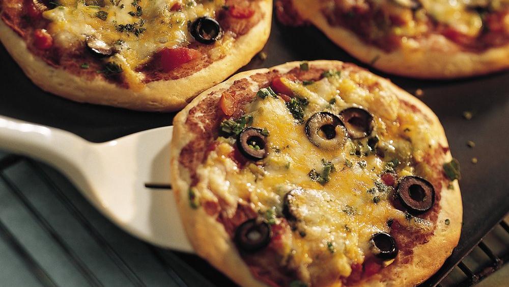 Santa Fe Nacho Pizzas