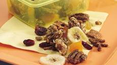 Cinnamon-Fruit Snack Mix Recipe