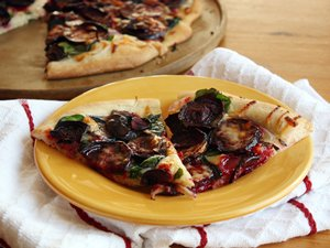 Roasted&#32;Beet&#32;and&#32;White&#32;Cheddar&#32;Pizza