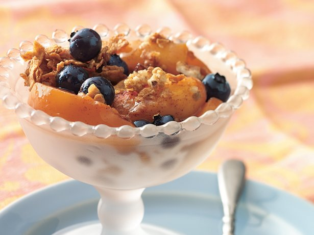 Peach and Blueberry Crisp with Crunchy Topping