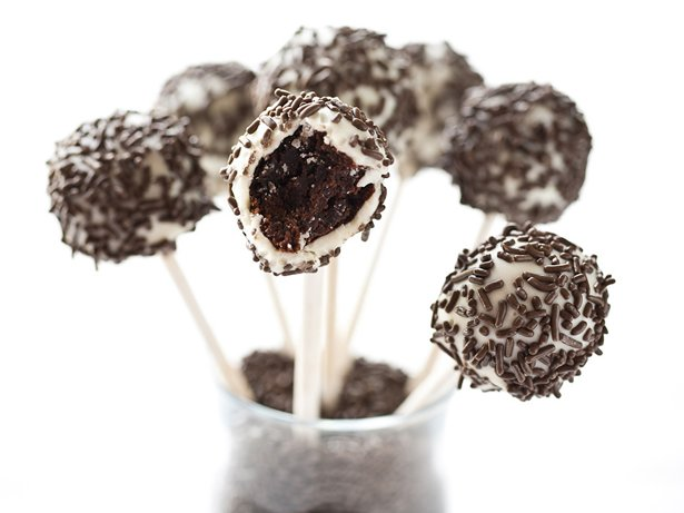 Black-and-White Brownie Pops