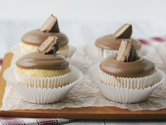 Cupcakes with Candy Bar Frosting
