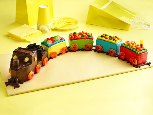 birthday cakes train
