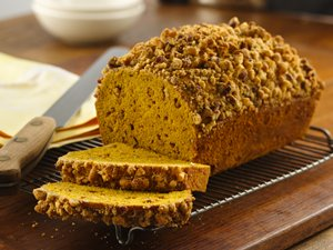 Cinnamon&#32;Streusel-Topped&#32;Pumpkin&#32;Bread