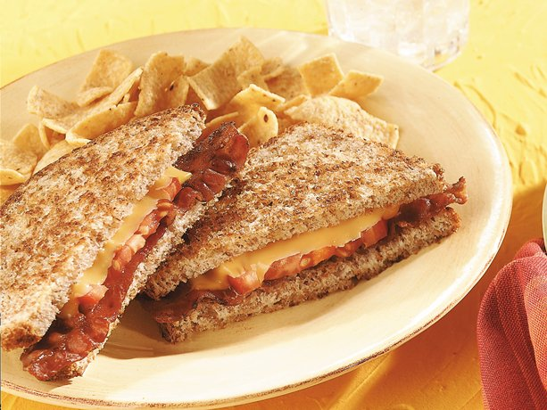 ... these cheesy skillet grilled sandwiches made using bacon and tomatoes