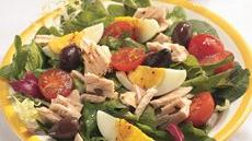 Tuna with Mixed Greens and Balsamic Dressing Recipe