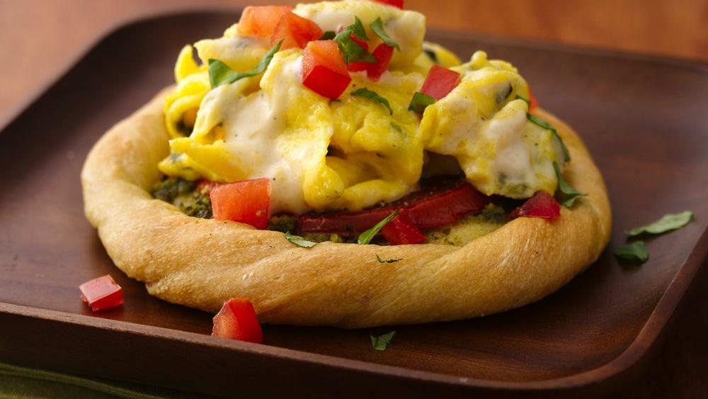Tomato-Basil Eggs Alfredo in Bread Baskets