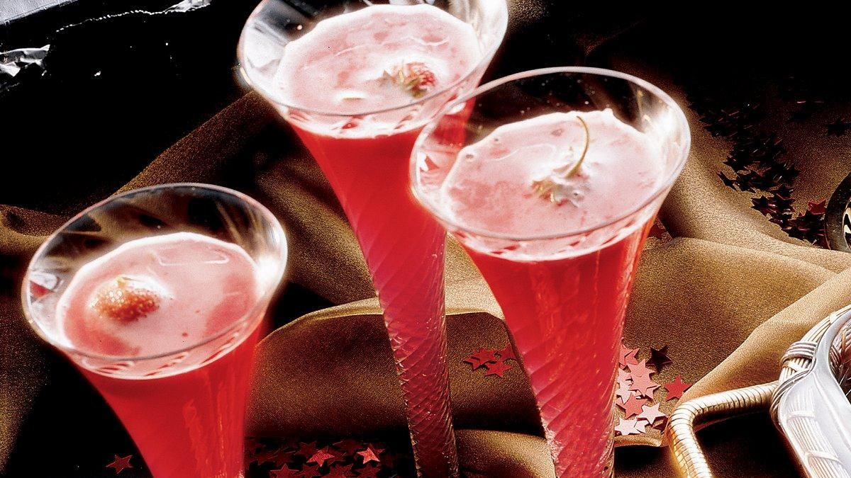 Strawberry Champagne Punch - Life Made Delicious