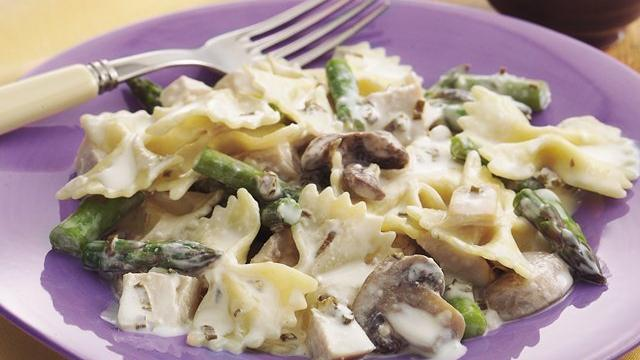 Creamy Asparagus-Chicken Bow-Ties