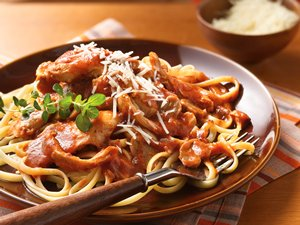 Slow&#32;Cooker&#32;Chicken&#32;Cacciatore&#32;with&#32;Linguine