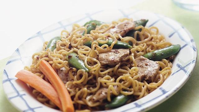 Stir-Fry Pork and Curly Noodles