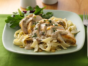 Chicken&#32;Alfredo&#32;with&#32;Sun-Dried&#32;Tomato&#32;Cream