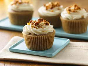 Gluten&#32;Free&#32;Apple&#32;Spice&#32;Cupcakes&#32;with&#32;Maple&#32;Cream&#32;Cheese&#32;Frosting&#32;and&#32;Candied&#32;Walnuts&#32;