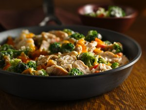 Broccoli&#32;Cheese&#32;Chicken&#32;and&#32;Rice&#32;Skillet