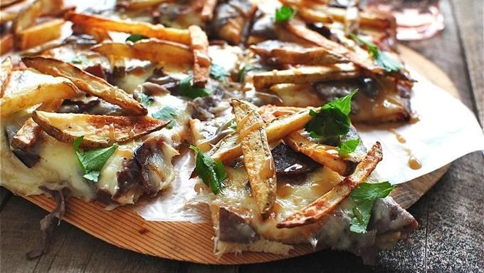 Poutine Canadian Pizza