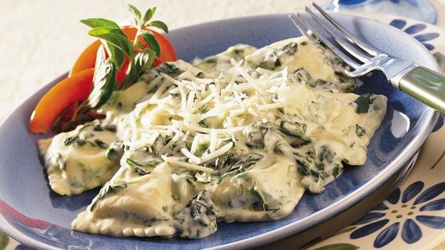 Ravioli in Spinach Alfredo Sauce