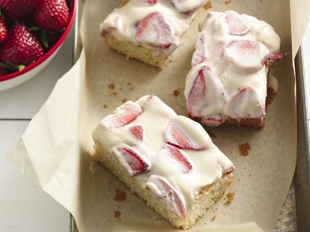 Strawberry-Sour Cream Cake