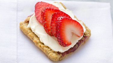 Strawberry Streusel Cheesecake