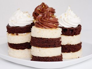 Black and White Cakelettes