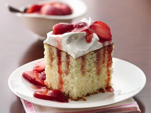 Strawberries 'n Cream Cake