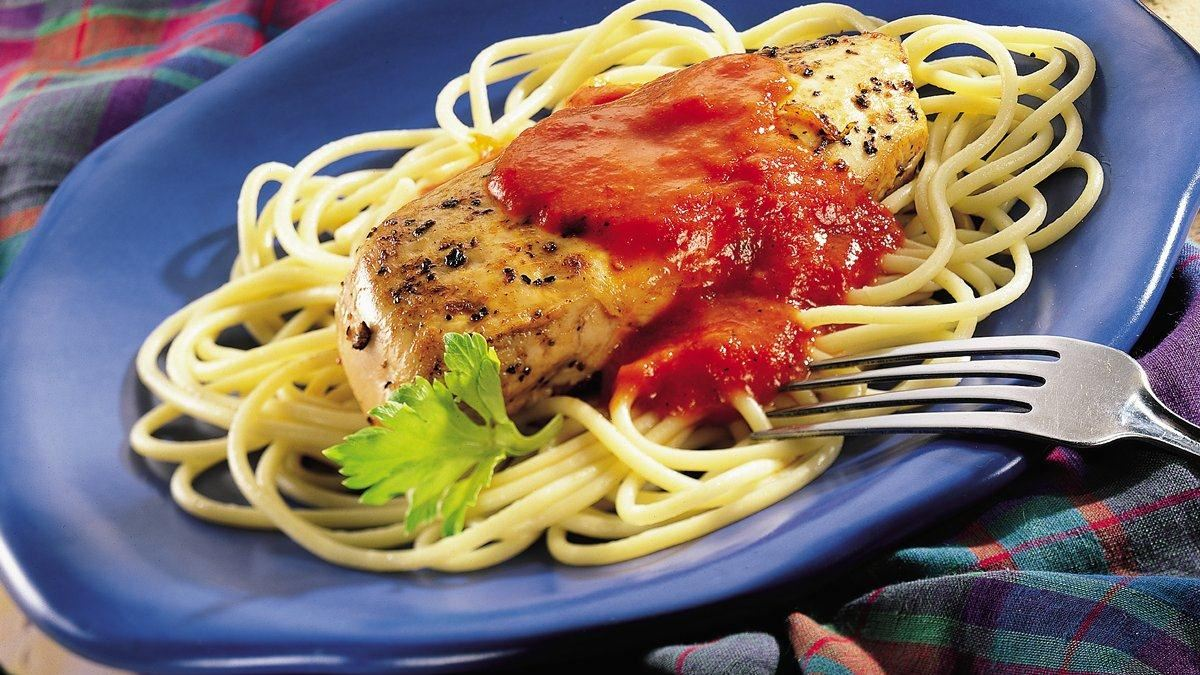 Garlic Chicken Pasta with Roasted Red Pepper Cream Sauce - Life Made ...