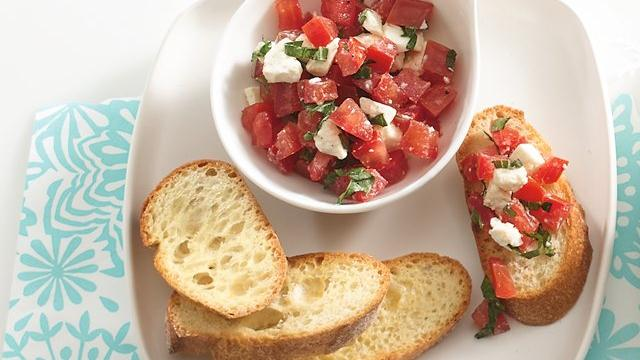 Tomato-Artichoke Crostini