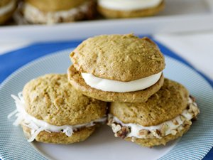 Carrot&#32;Cake&#32;Whoopie&#32;Pies