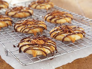 Caramel-Chocolate&#32;Pecan&#32;Cookies