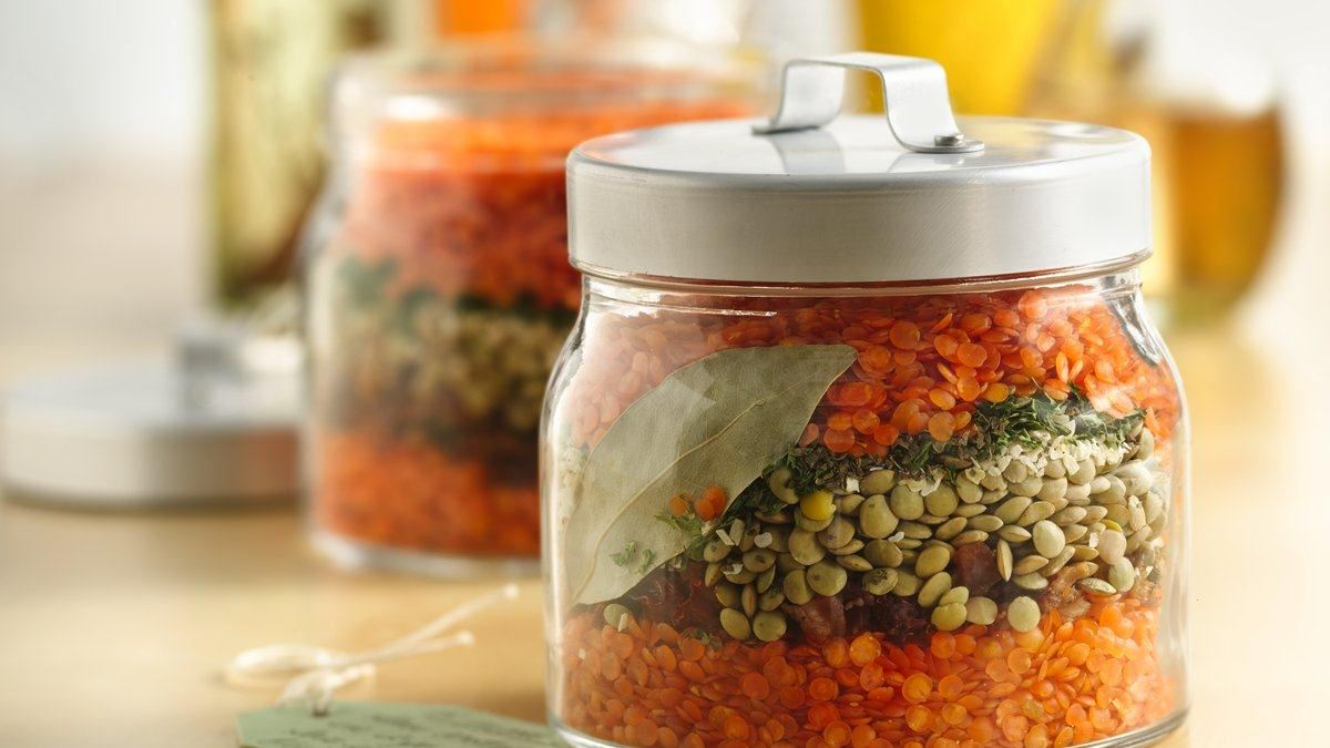 Home recipes layered lentil soup in a jar