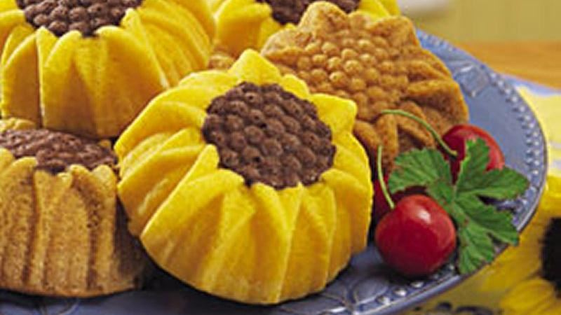 Mini Sunflower Cakes
