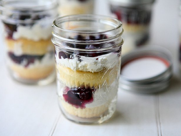 Vanilla Cupcakes, Blueberry and Whipped Topping Jar Parfaits