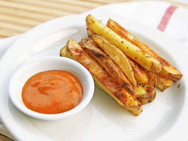 Crispy Oven Fries with Curry Dipping Sauce