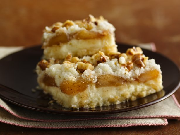 Gluten Free Apple Streusel Cheesecake Bars