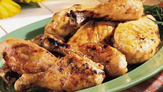 Chicken with Spicy Peach Glaze