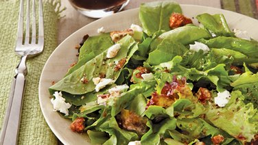 Salad Greens with Goat Cheese, Pecans and Sherry Vinaigrette