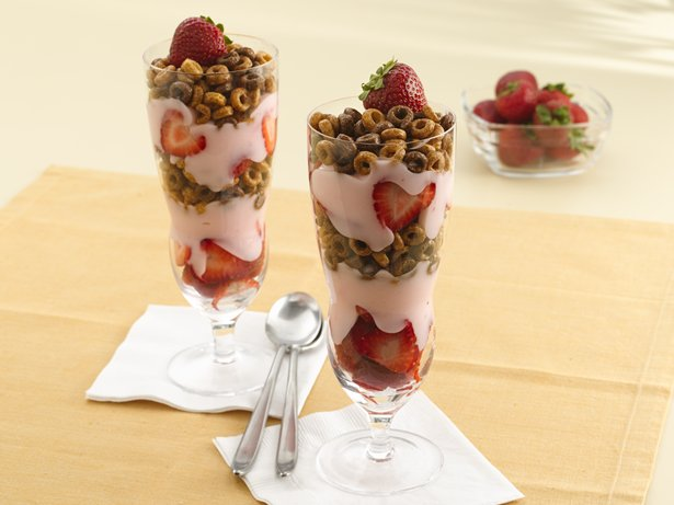 Strawberry-Chocolate Cheerios® Parfaits