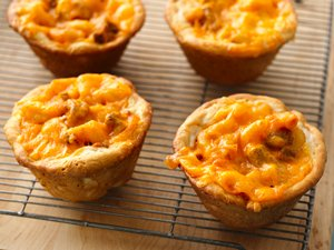 Chili&#32;and&#32;Cheese&#32;Mini&#32;Pasta&#32;Pies