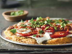 Caprese&#32;Pizza&#32;with&#32;Crispy&#32;Pancetta