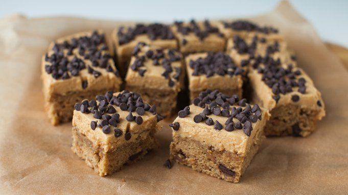 Reese's® Peanut Butter & Chocolate Chunk Snack Cakes with Peanut ...