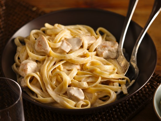 Easy Weeknight Creamy Chicken Alfredo