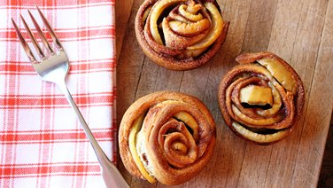 Apple Crescent Roses