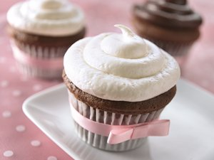 Chocolate&#32;Cupcakes&#32;with&#32;White&#32;Truffle&#32;Frosting
